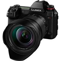 Product: Panasonic Lumix S1R + Lumix S 24-105mm f/4 Macro OIS Kit