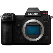 Panasonic SH Lumix S1R Body grade 10 (677 actuations) incl 2 batteries 22 month warranty